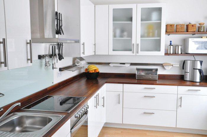 Dunkel gebeizte Küchenarbeitenplatte Foto: Osmo